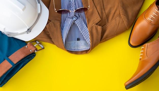 男性ファッション服セットと分離されたアクセサリー。エンジニア服コンセプト、トップビューコピースペース