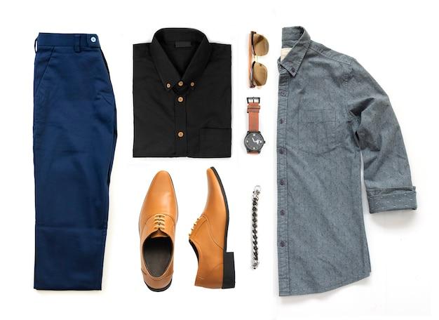 黄色の靴、時計、ズボン、サングラス、オフィスシャツ、白い背景に、トップビューで分離されたブレスレット入り紳士服