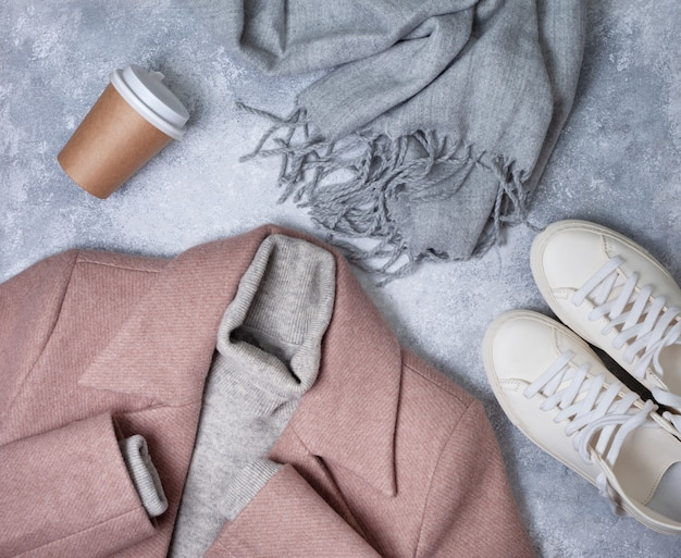 女性の暖かい服