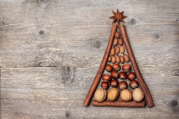 クリスマスのスパイスとナッツ