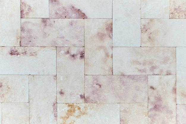 Розовая мраморная кирпичная стена