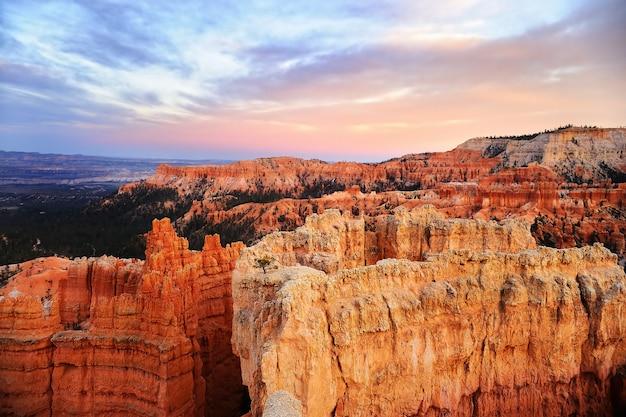 Закат живописный вид в брайс-каньон национальный парк в штате юта, сша