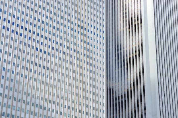背景としてのシカゴの高層ビルの壁