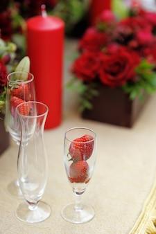 イベントパーティーや結婚披露宴用のテーブルセット