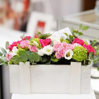 花と花瓶として木箱
