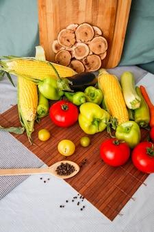 新鮮野菜とスパイスの品揃え