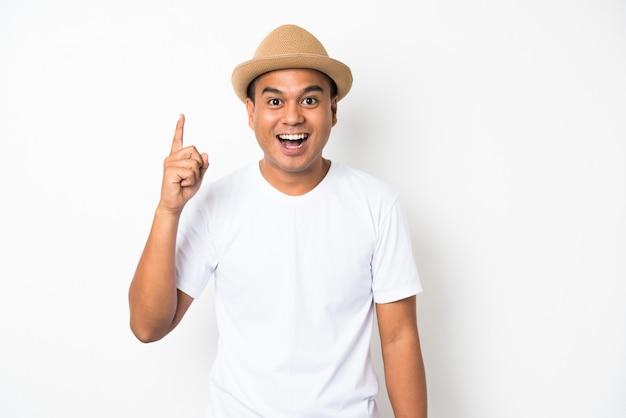 Молодой счастливый & смешной азиатский человек указывая палец на пустое пространство для текста.