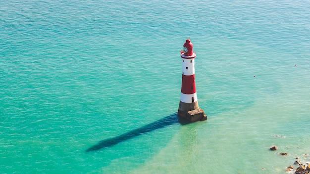 灯台とイングランド南部の海