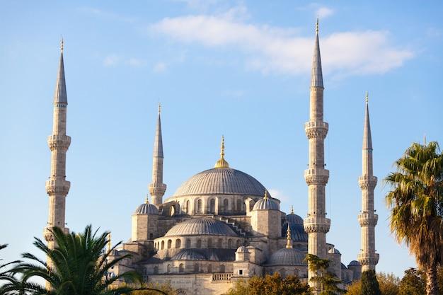 晴れた日にイスタンブールのブルーモスク