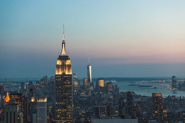 夕暮れ時にニューヨークの空撮