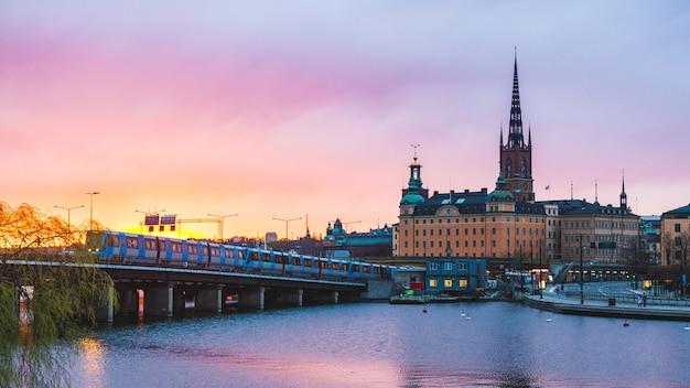 Стокгольм, старый город и метро на закате