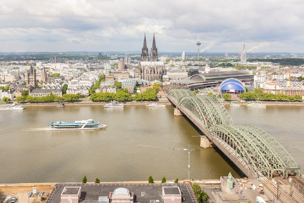 Кельнский собор и знаменитый мост, вид с воздуха