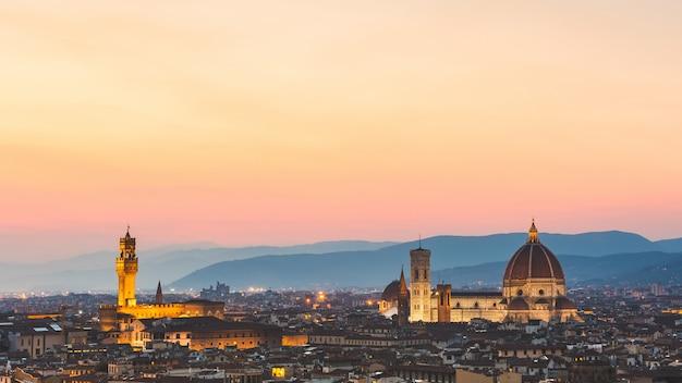 フィレンツェ、イタリア、夕暮れのパノラマビュー