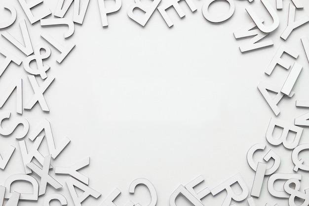 白いアルファベットフレームの背景