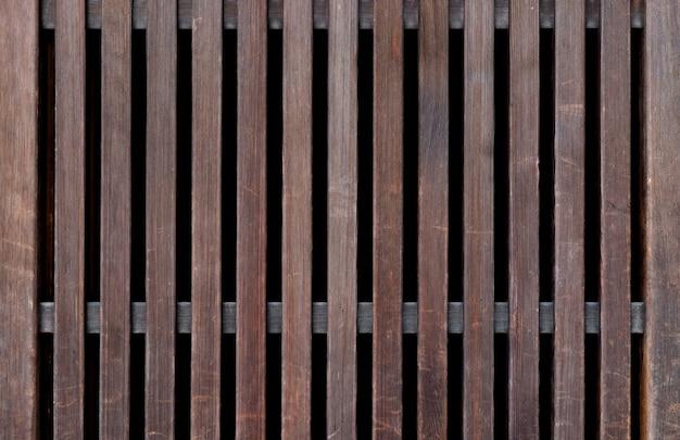古いものとヴィンテージの美しい木製のフェンス