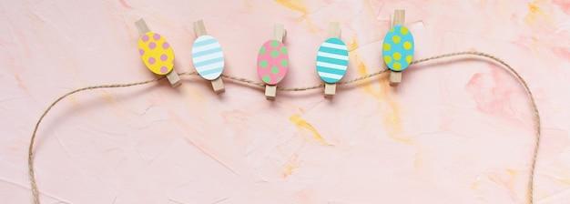 色とりどりの卵の装飾