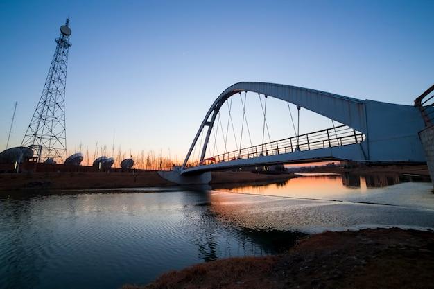Река с мостом