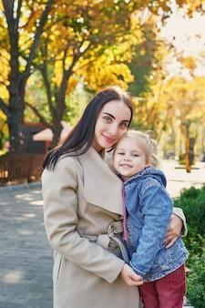 秋の公園で娘と母の撮影会