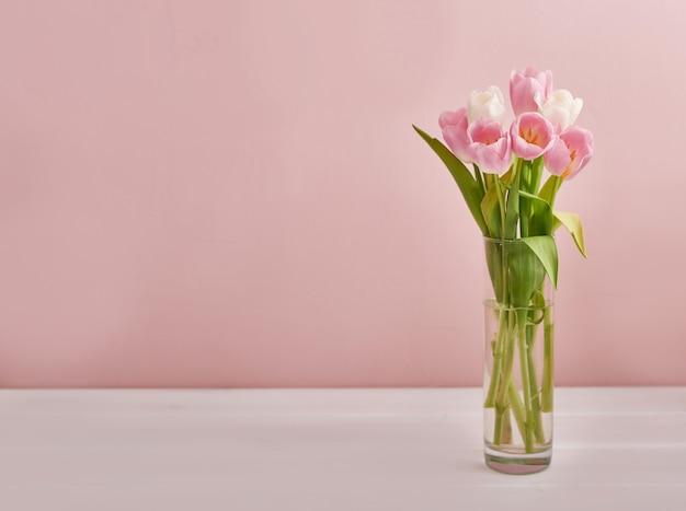 ピンクの背景の花