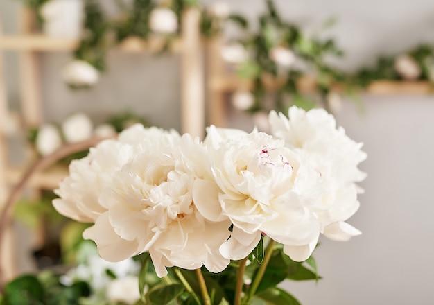フラワーショップの花飾り