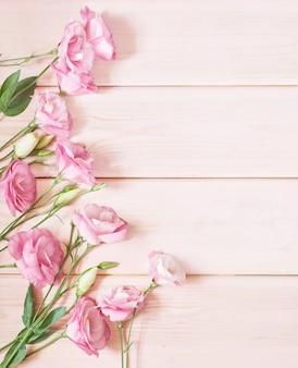 Эустома цветы на розовом
