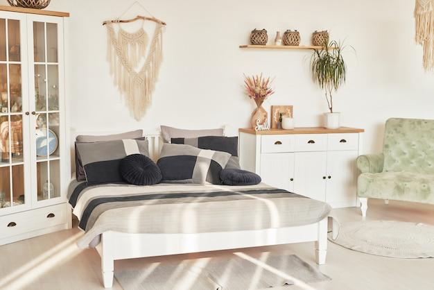 クラシックな北欧スタイルの黒寝具