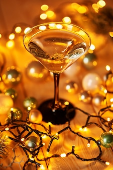 Рождественские напитки на украшенном столе
