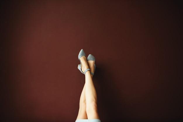 靴の女性の足