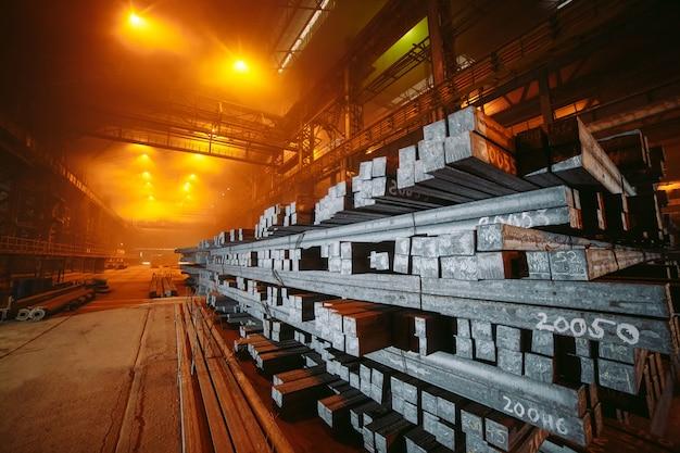 倉庫の金属ブランク