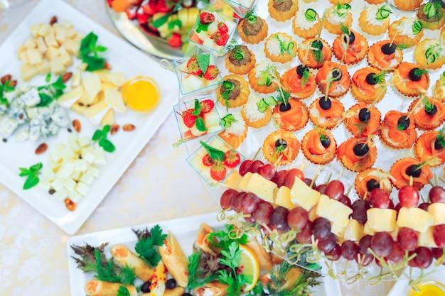木の棒でパーティー前菜の背景