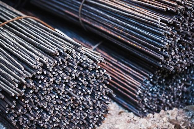 建物の電機子は、冶金製品の倉庫にあります。構造的構造の要素。