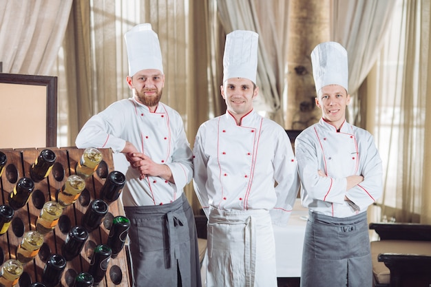 レストランで料理人の肖像画。