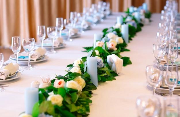 結婚式のテーブルの設定。