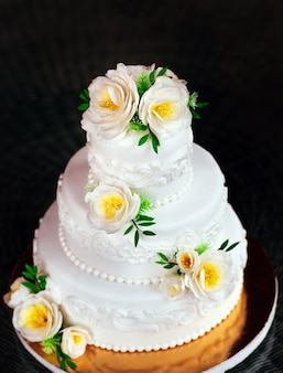 手作りのウエディングケーキ。
