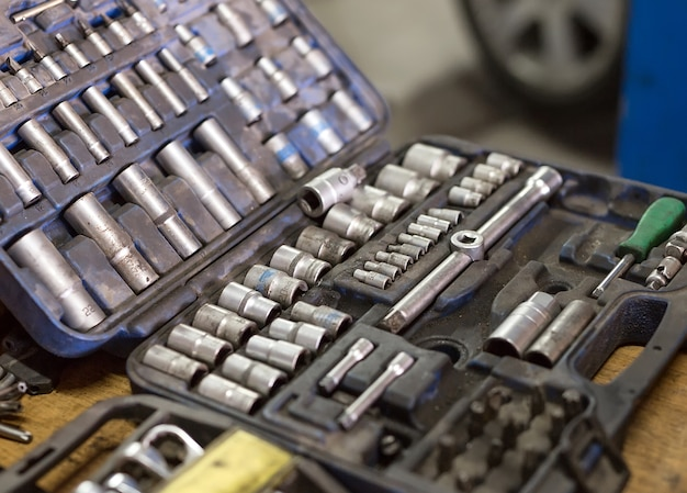 車の修理用レンチ