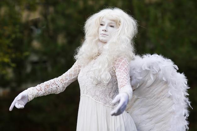 ライブ天使像。