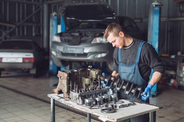 マスターは自動車用に再構築されたモーターを収集します。