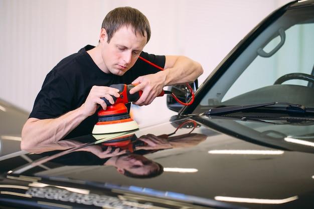 Полировка кузова автомобиля.