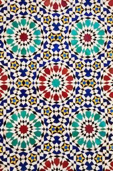 モロッコ、フェズのカラフルなアラビアモザイク