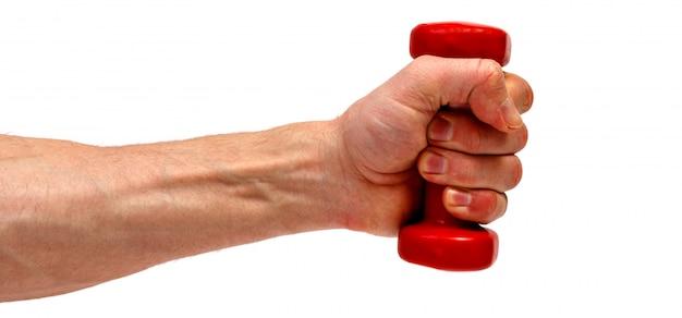 Мужская рука держа красную гантель изолированный на белой предпосылке. минималистичная концепция.