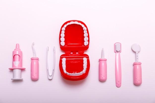 歯ブラシと顎のコピースペース。