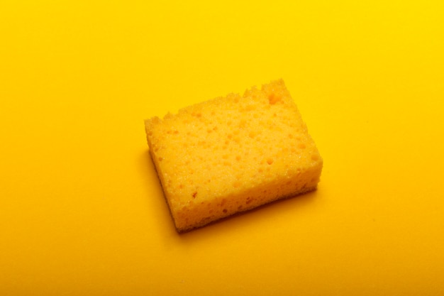 家庭用クリーニング用の黄色いスポンジ