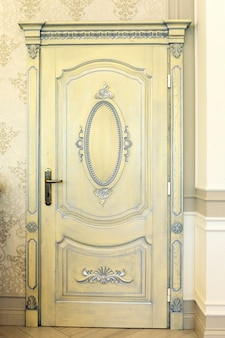 アンティーク木製の白いドア古いテクスチャ