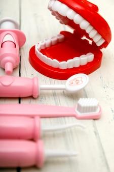歯ブラシとあごのコピースペース。