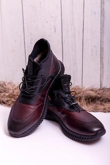 男性の靴。メンズファッションレザーシューズ