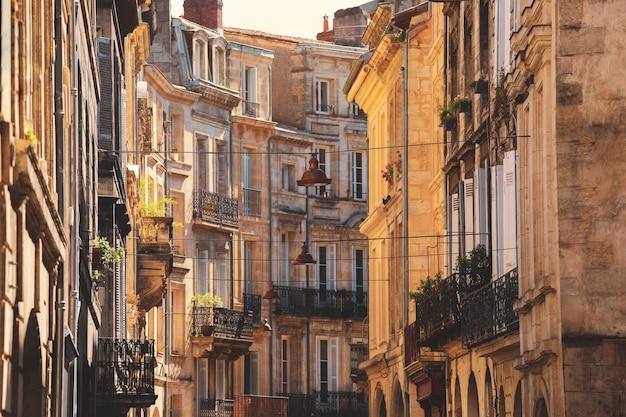 Вид на старый город в городе бордо