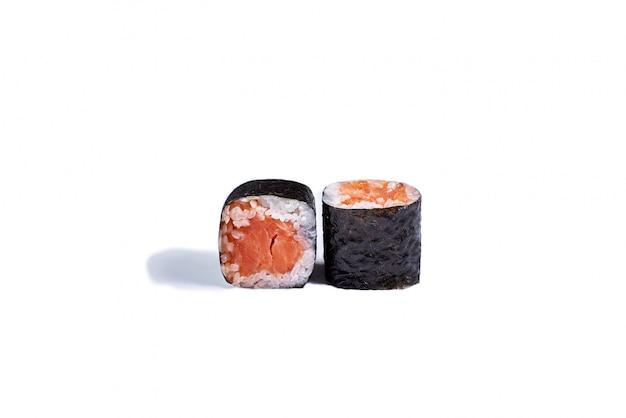 日本の寿司ロール白で分離