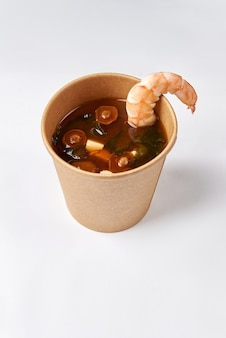 Японская кухня - суп мисо с морскими водорослями, грибами и сыром тофу и лососем