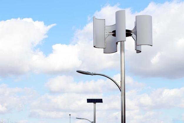 風力タービンと空、代替エネルギーに対するランプ