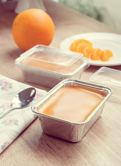 オレンジケーキヴィンテージ色のトーン